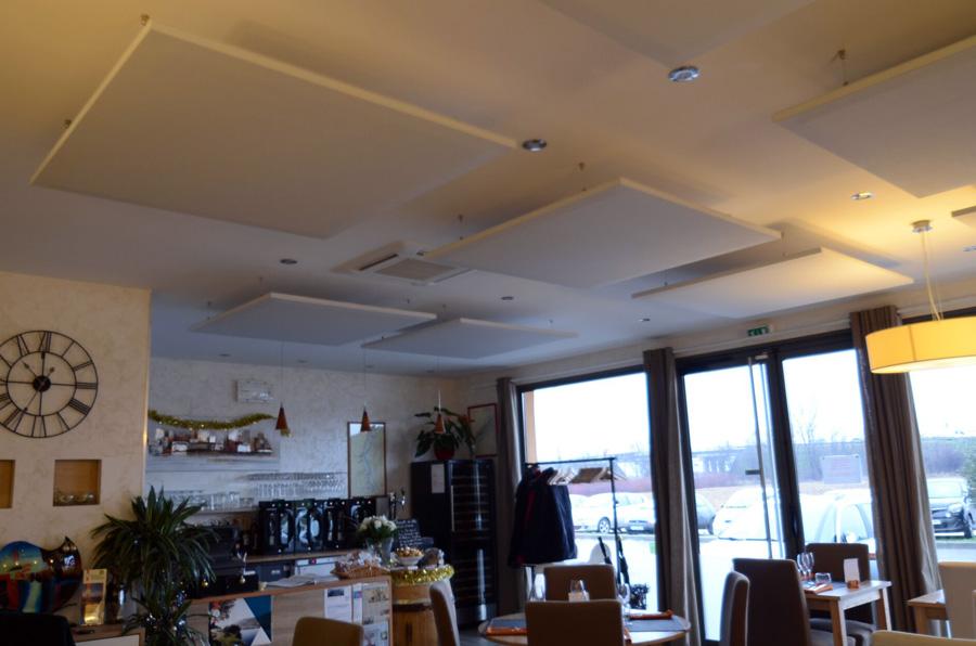 Installation de panneaux acoustiques dans le restaurant 4 mains - Reduire la resonance d une piece ...