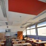 Installation de panneaux acoustiques dans une école primaire