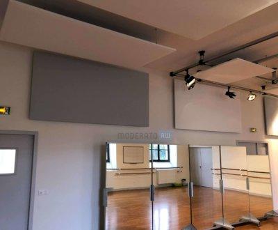 Panneaux acoustiques suspendus au plafond ou fixés aux murs