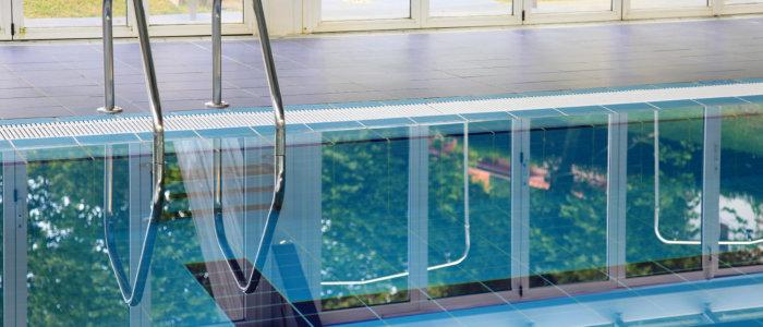 Des panneaux anti-bruit au dessus des bassins
